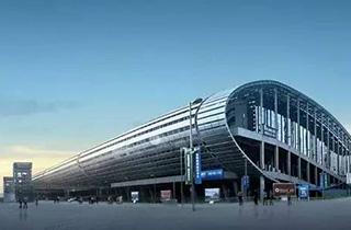 中国进出口商品交易会展馆  亚洲最大的现代化展览中心——中国进出口商品交易会展馆(简称广交会展馆)座落于中国广州琶洲岛,展馆总建筑面积110万平方米,室内展厅总面积33.8万平方米,室外展场面积4.36万平方米。其中展馆A区室内展厅面积13万平方米,室外展场面积3万平方米;B区室内展厅面积12.8万平方米,室外展场面积1.36万平方米;C区室内展厅面积8万平方米。 -